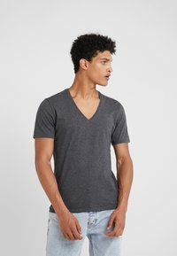 DRYKORN - QUENTIN - Basic T-shirt - grey - 0