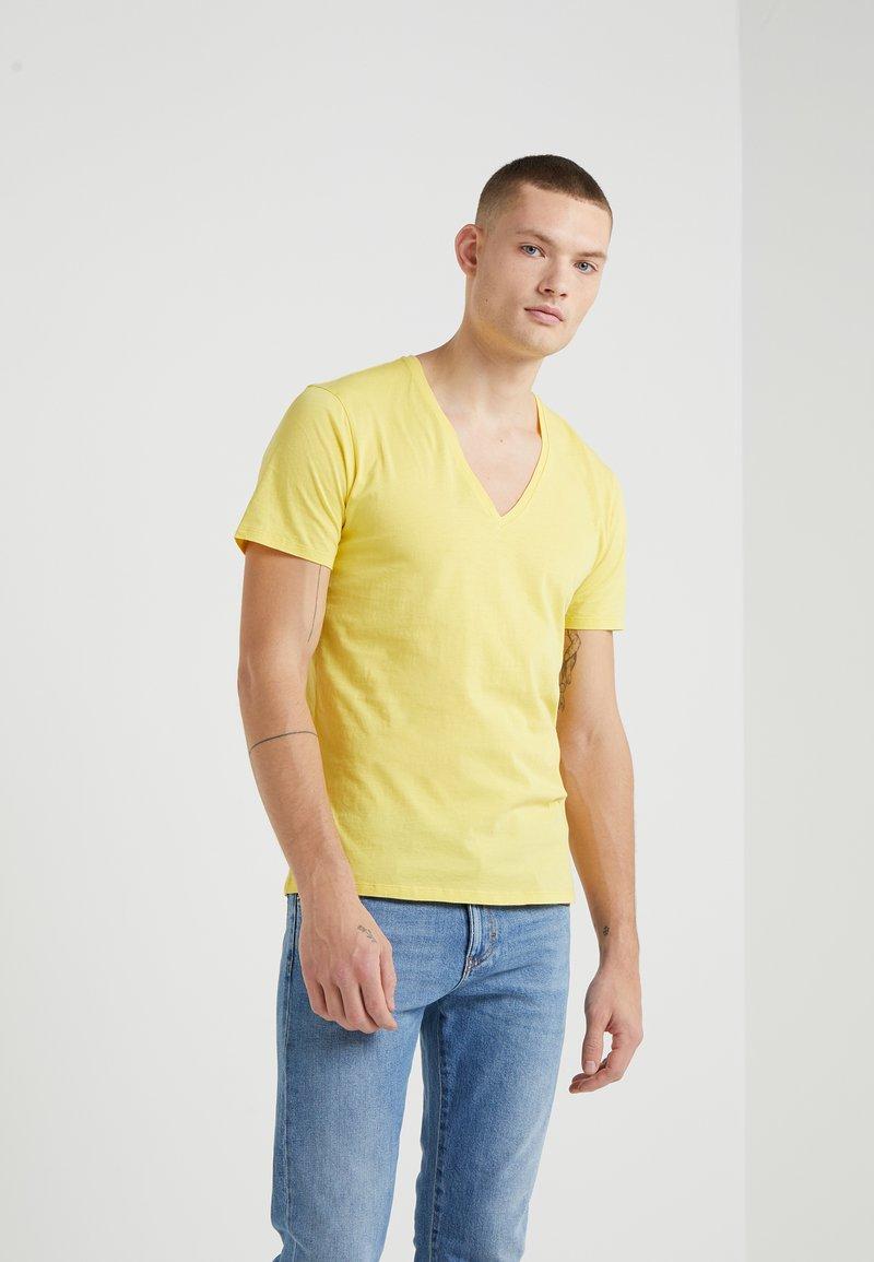 DRYKORN - QUENTIN - Basic T-shirt - yellow