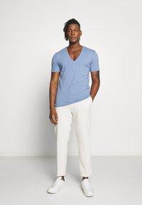 DRYKORN - QUENTIN - T-shirt basique - blue - 1