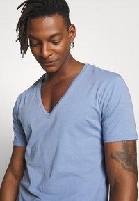 DRYKORN - QUENTIN - T-shirt basique - blue - 4