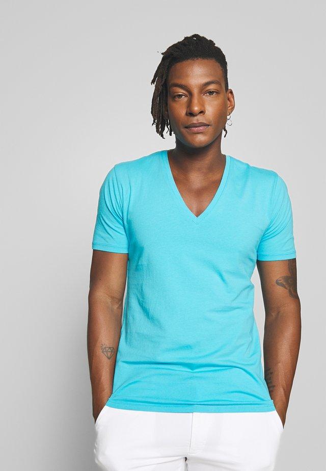 QUENTIN - T-shirts basic - türkis