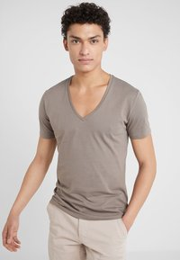 DRYKORN - QUENTIN - T-shirts basic - oliv - 0