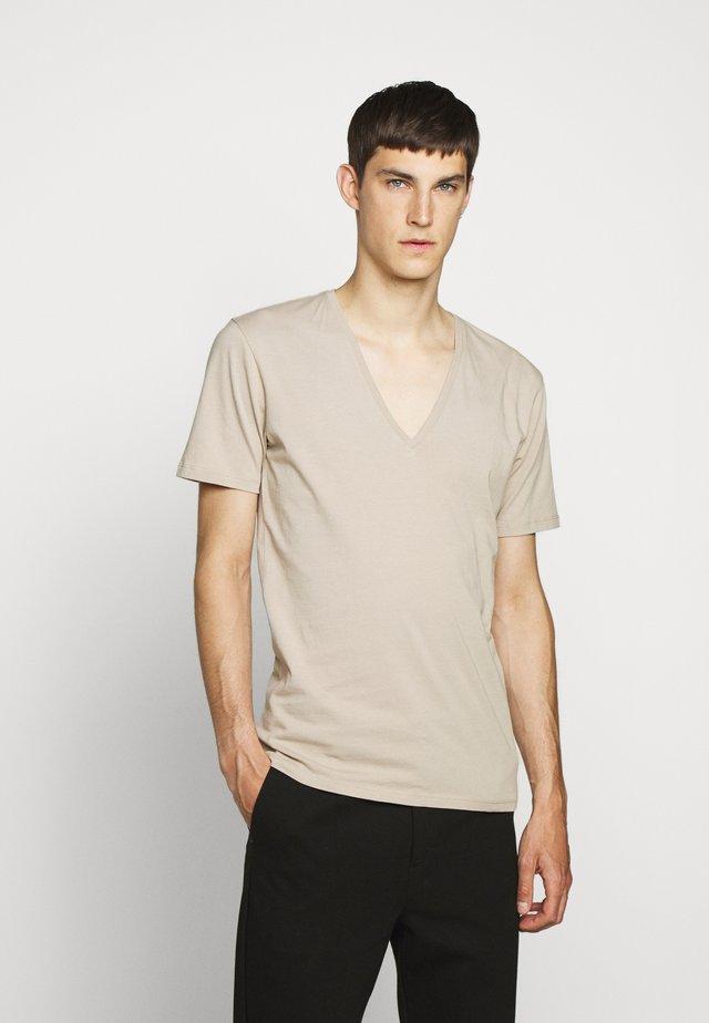 QUENTIN - T-shirt basique - brown