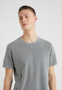DRYKORN - LIAS - T-shirt basique - grey - 4