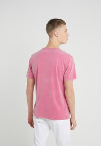 DRYKORN - LIAS - T-shirt basique - pink - 2