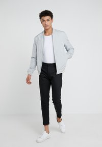 DRYKORN - TEO - Basic T-shirt - weiß - 1
