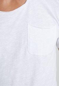 DRYKORN - TEO - Basic T-shirt - weiß - 5