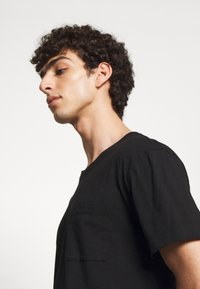 DRYKORN - SCOLD - Basic T-shirt - black - 4