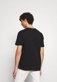 DRYKORN - SCOLD - Basic T-shirt - black - 2