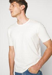 DRYKORN - RANIEL - T-Shirt basic - ecru - 3