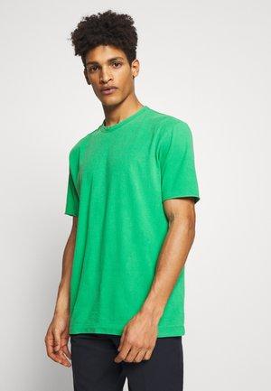 RANIEL - Basic T-shirt - grün