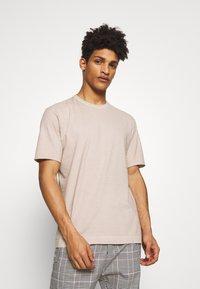 DRYKORN - RANIEL - Basic T-shirt - braun - 0