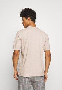 DRYKORN - RANIEL - Basic T-shirt - braun - 2