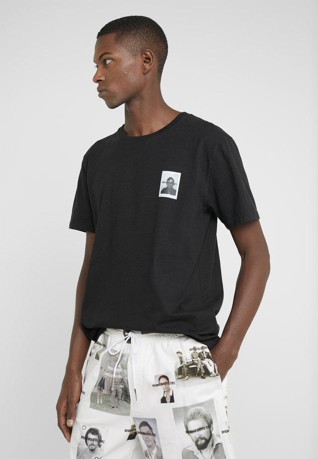 SAMUEL BERLIN - T-shirt con stampa - black