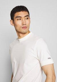 DRYKORN - ANTON - Basic T-shirt - white - 4