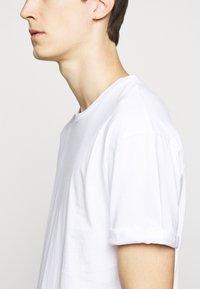 DRYKORN - THILO - Basic T-shirt - weiss - 5