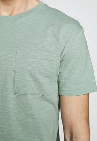 DRYKORN - SCOLT - Basic T-shirt - mint - 5