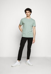 DRYKORN - SCOLT - Basic T-shirt - mint - 1