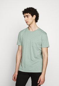 DRYKORN - SCOLT - Basic T-shirt - mint - 0