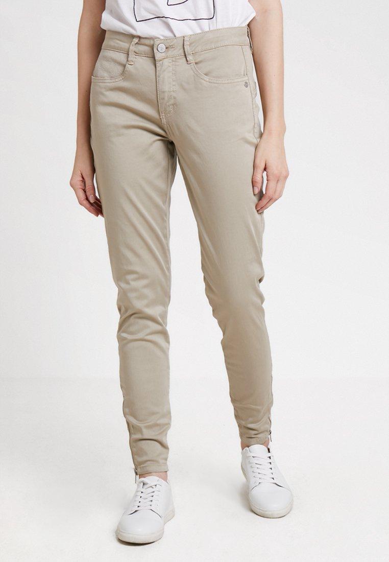 Dranella - PANTS TESSA FIT - Pantaloni - oxford tan