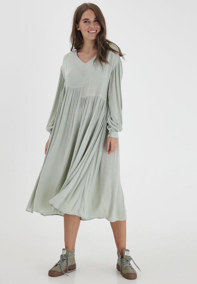 DRJESLIE 2 DRESS - VISCOSE CREPE - Korte jurk - desert sage