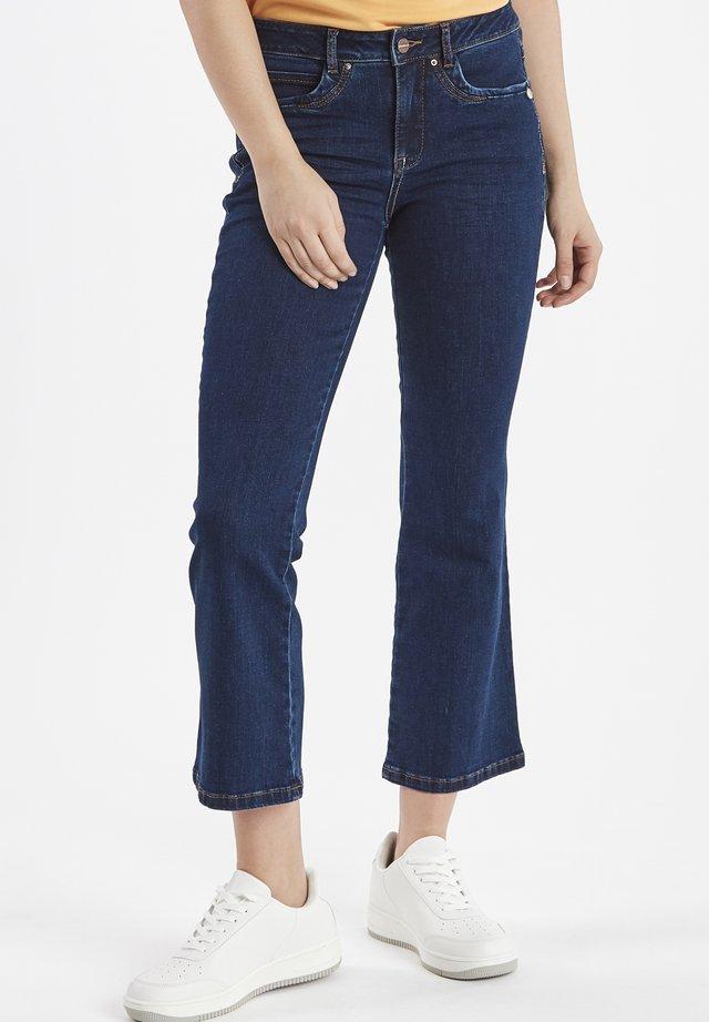 DRIHARRIET - Flared Jeans - mid neptune blue