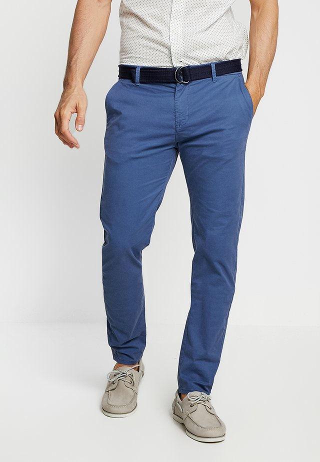 SLIM FIT BELTED - Chinos - horizon blue