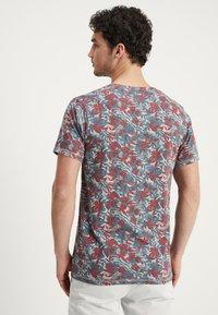 Dstrezzed - CREW TROPIC GARDEN MELANGE - T-Shirt print - medium grey melange - 2