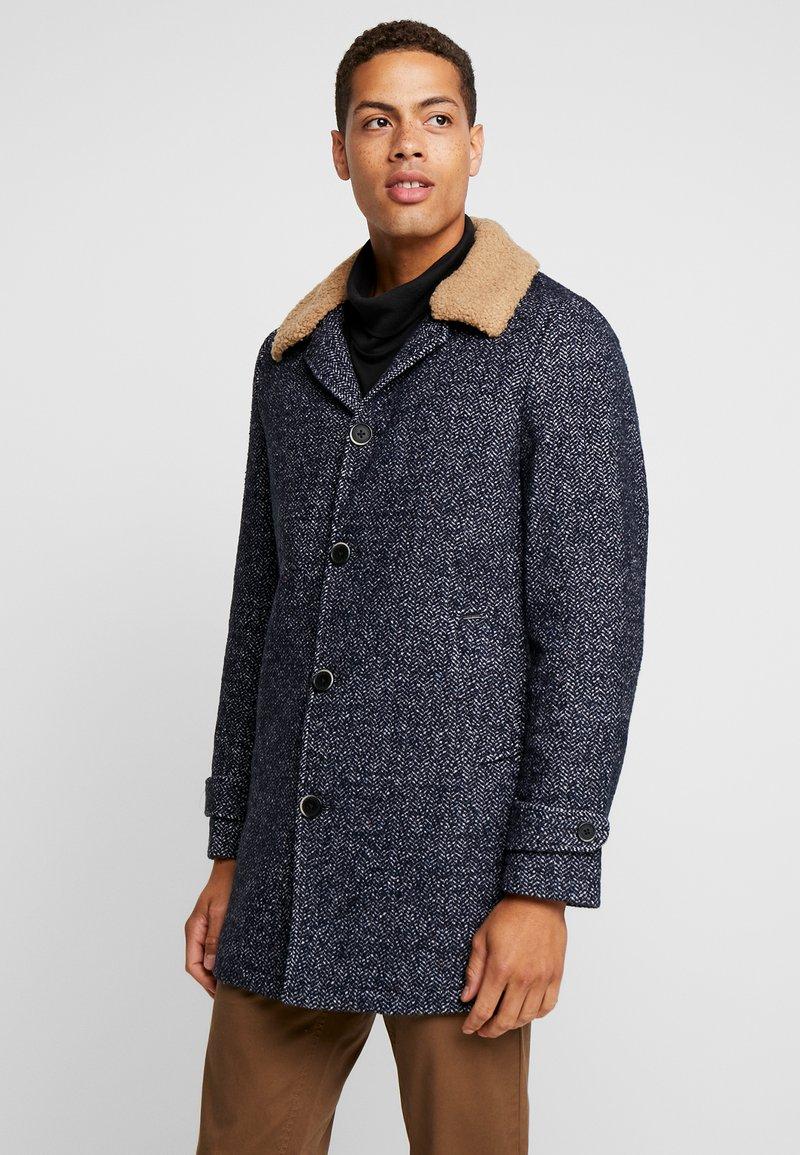 Dstrezzed - COAT HERRINGBONE - Classic coat - dark navy