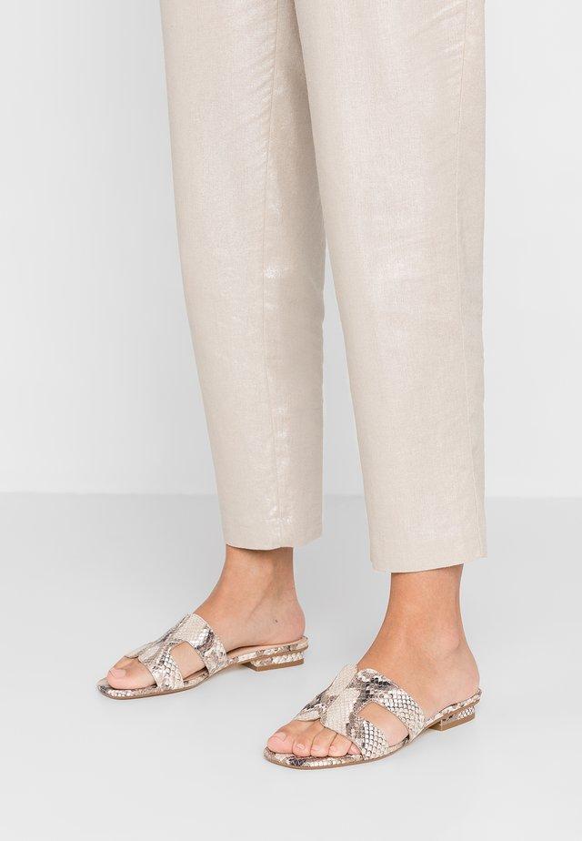 LOUPE - Pantofle - natural