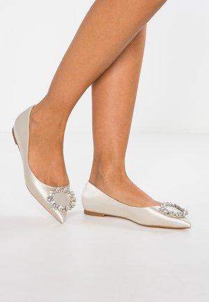 ADOREABLE - Ballet pumps - ivory