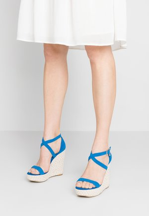 KRYSIA - Korolliset sandaalit - blue