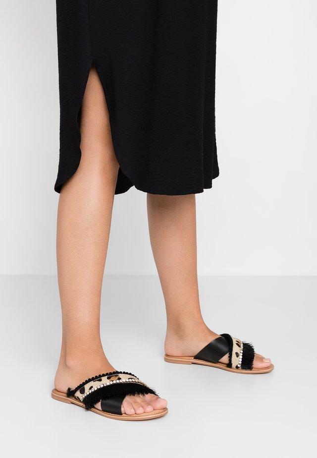 LUMOS - Pantolette flach - brown