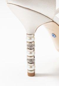 Dune London - MEANINGFUL - Sandaler med høye hæler - ivory - 2