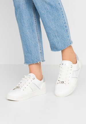 EVERLEE - Sneaker low - white