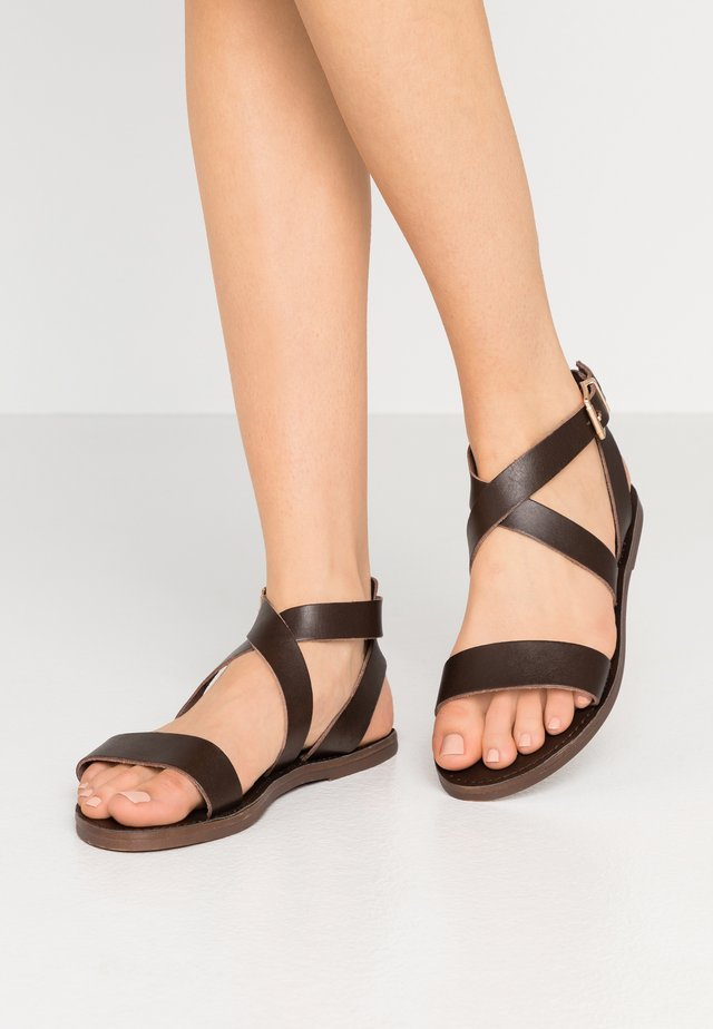 LEELAH - Sandalen - dark brown