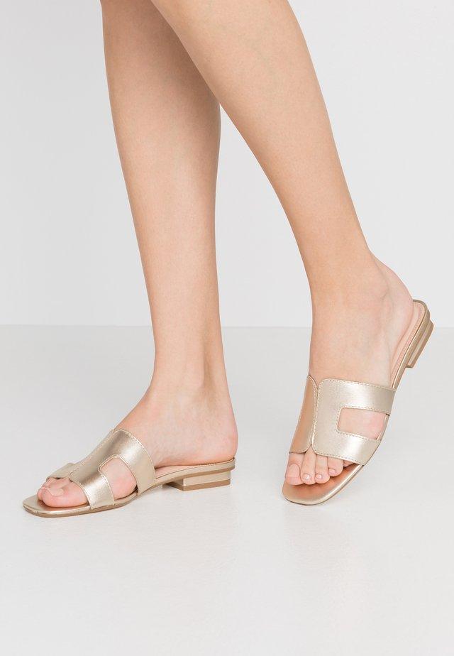 LOUPE - Pantofle - gold