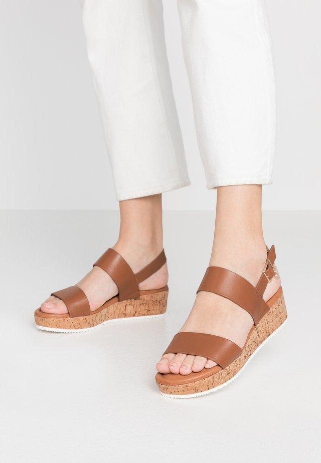 LENNIIE - Korkeakorkoiset sandaalit - tan