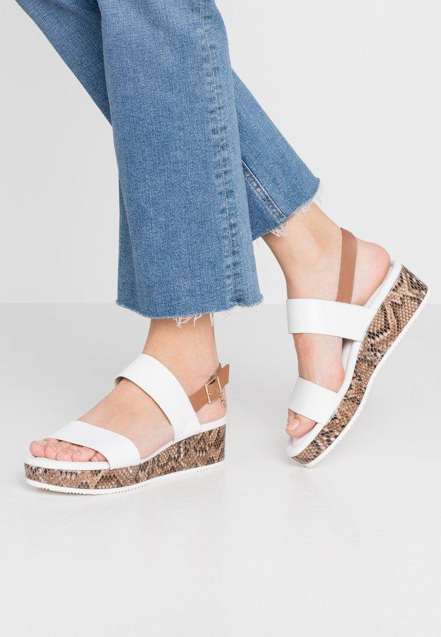 LENNIIE - Korkeakorkoiset sandaalit - white