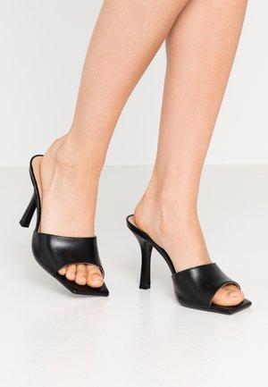 MANTRA - Pantofle na podpatku - black