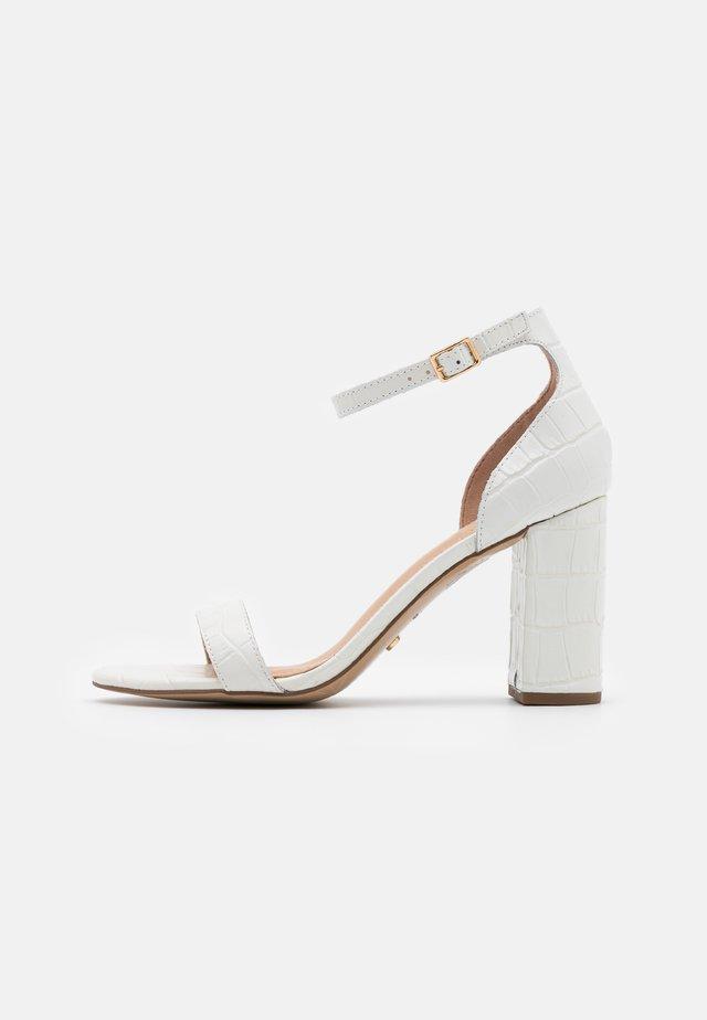 MADAM - Sandały na obcasie - white