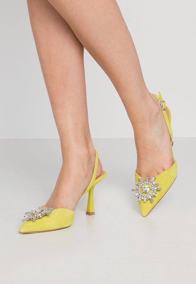 CASIS - High Heel Pumps - yellow