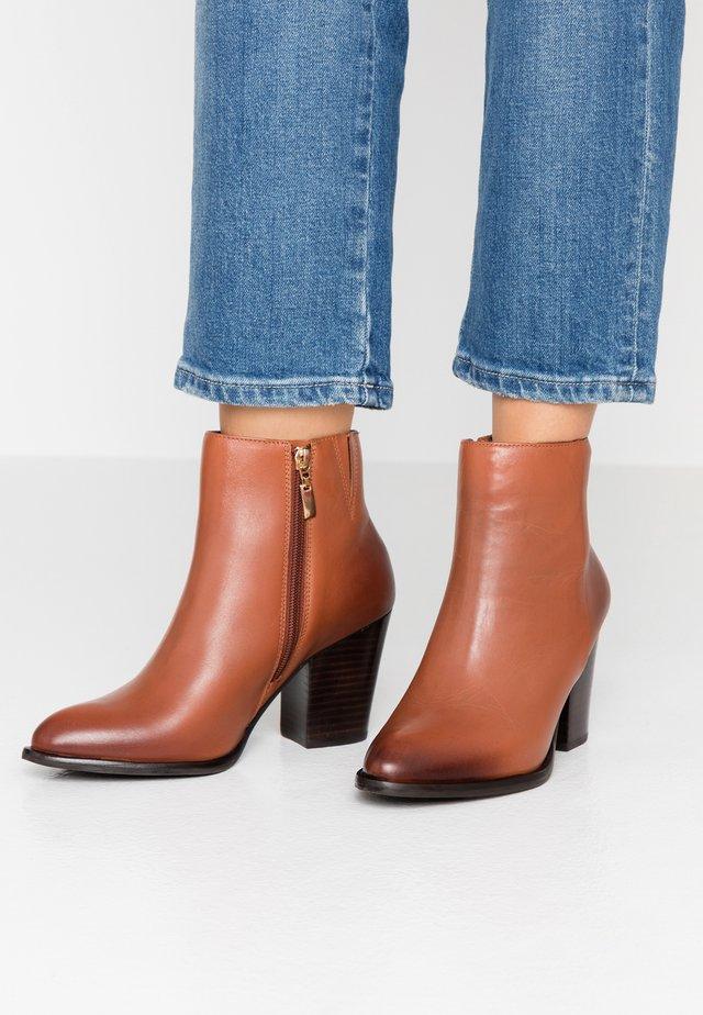 PORTRAY - High Heel Stiefelette - tan