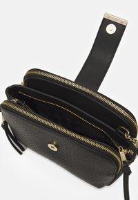 Dune London - DUILTS - Across body bag - black - 2