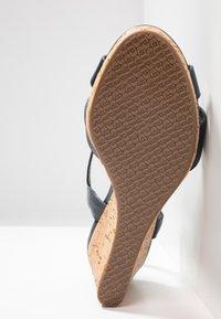 Dune London WIDE FIT - WIDE FIT KOALA - Korkeakorkoiset sandaalit - navy - 6