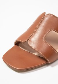 Dune London WIDE FIT - WIDE FIT LOUPE - Mules - tan - 6