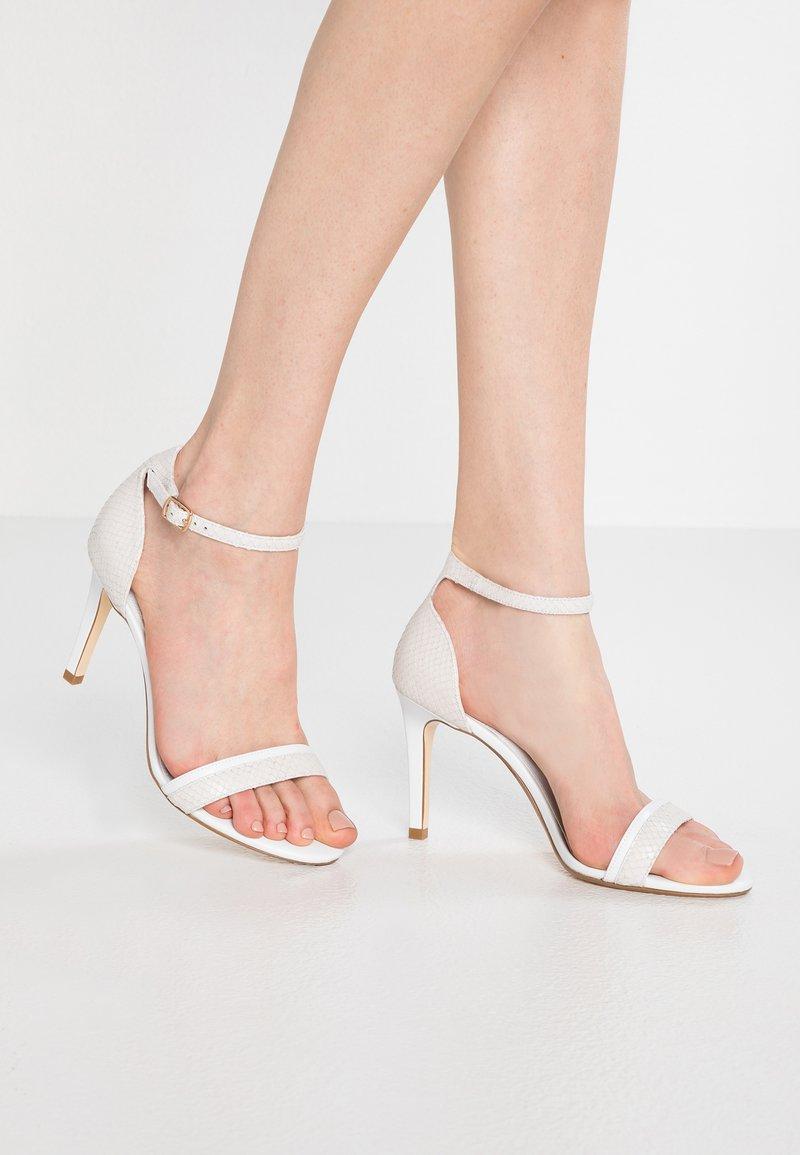 Dune London WIDE FIT - WIDE FIT MERINO - Højhælede sandaletter / Højhælede sandaler - white