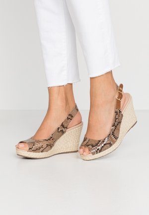 WIDE FIT KICKS  - Sandály na vysokém podpatku - natural