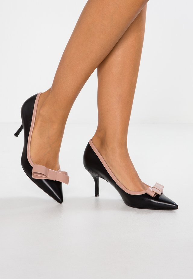 WIDE FIT BESEE - Klassiske pumps - black