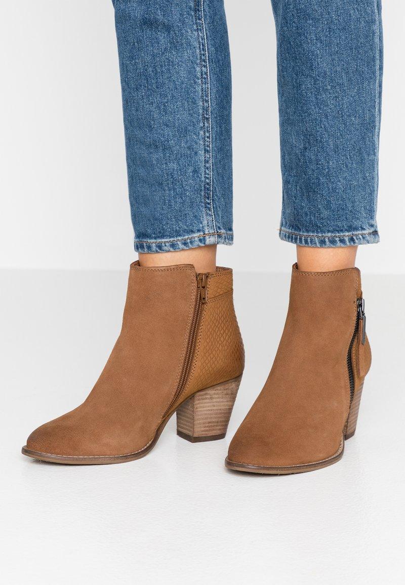 Dune London WIDE FIT - WIDE FIT PONNTOON - Ankle boots - camel